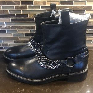 Zara Woman leather boots with chains 40